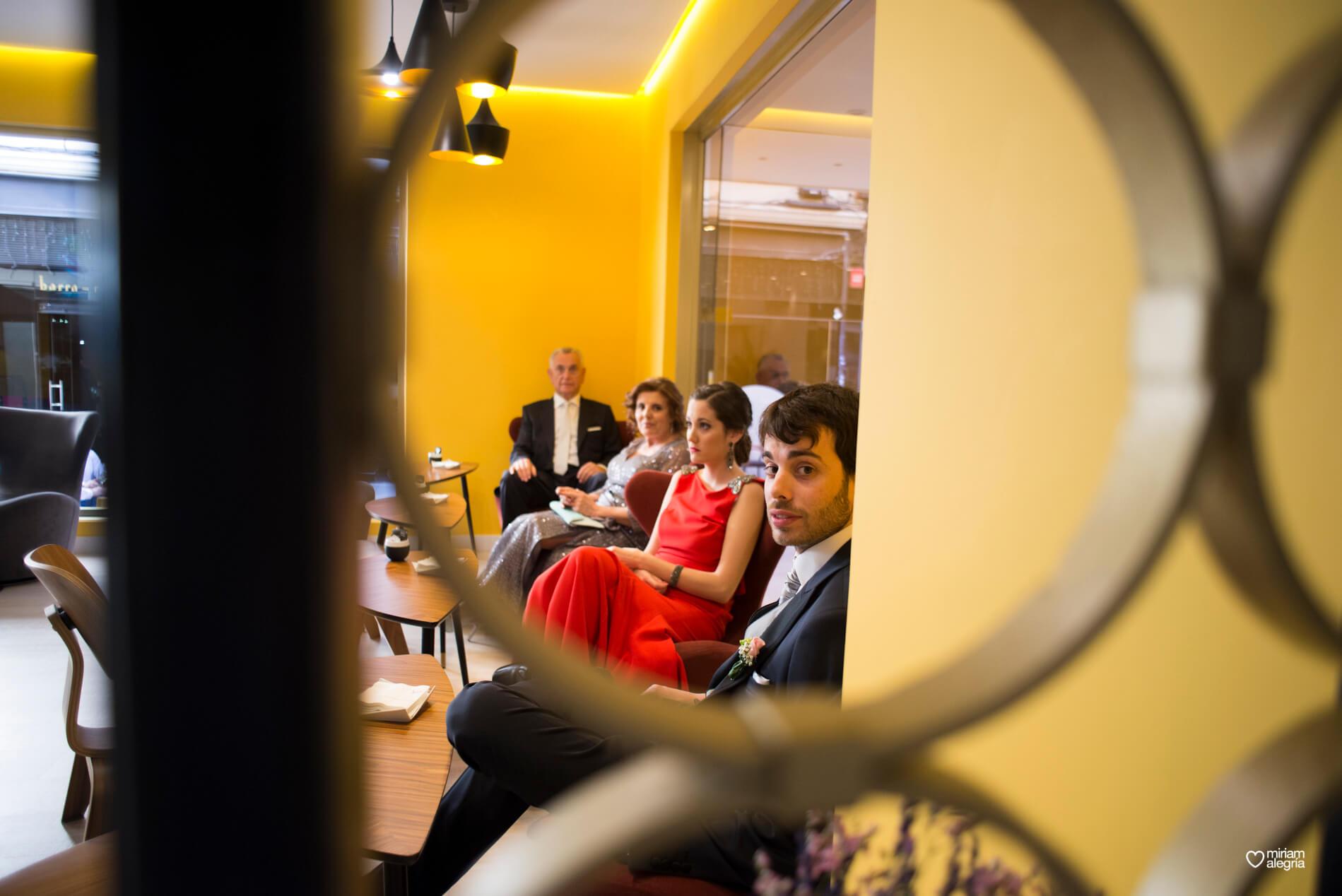 boda-civil-en-el-casino-de-murcia-miriam-alegria-fotografos-de-boda-13