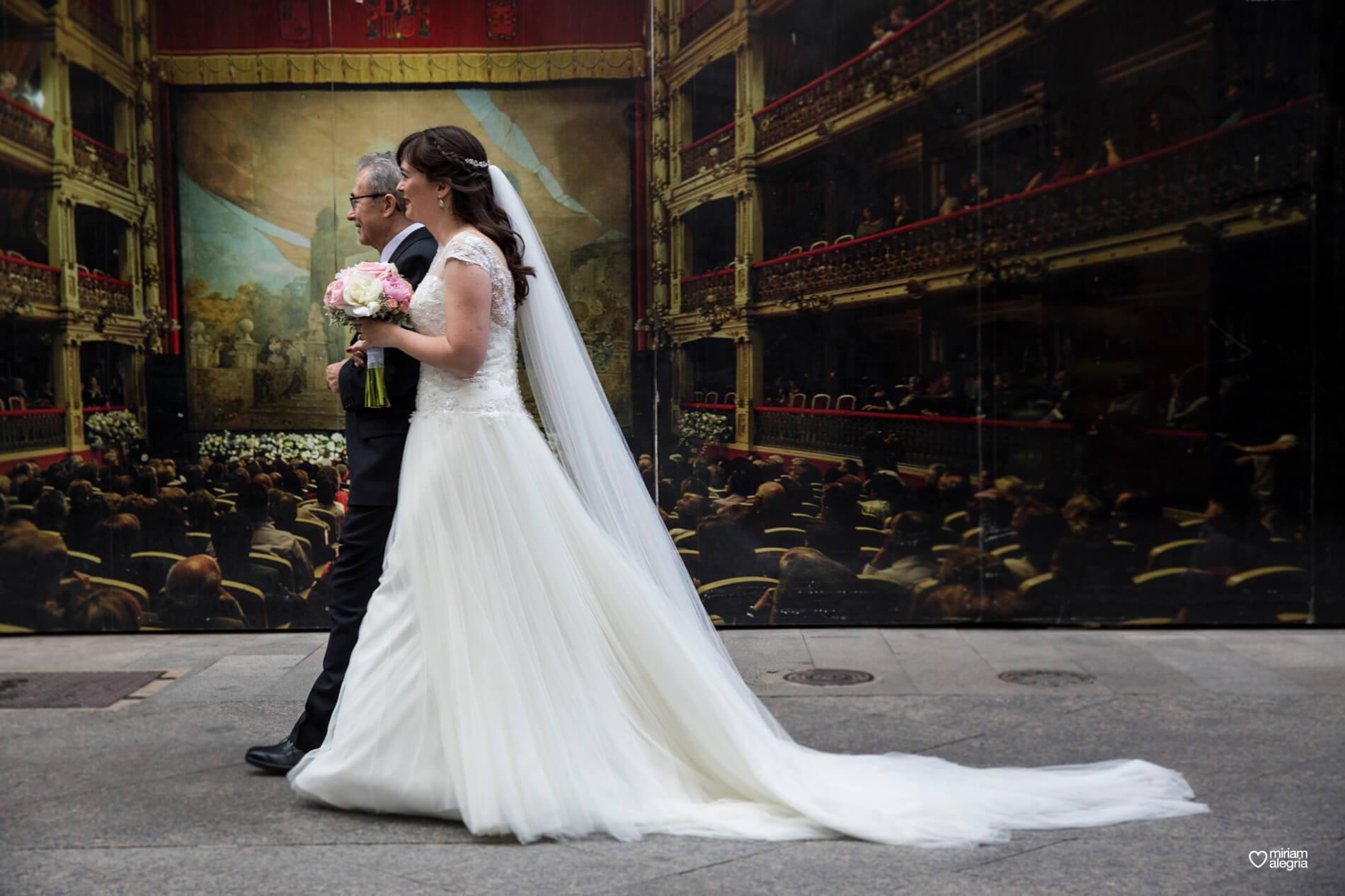 boda-civil-en-el-casino-de-murcia-miriam-alegria-fotografos-de-boda-20