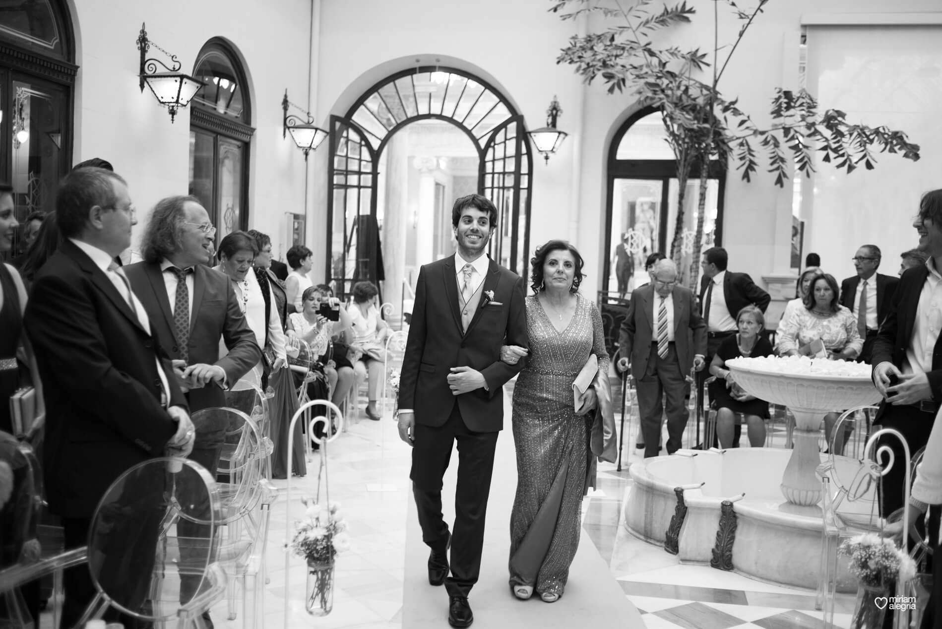 boda-civil-en-el-casino-de-murcia-miriam-alegria-fotografos-de-boda-21