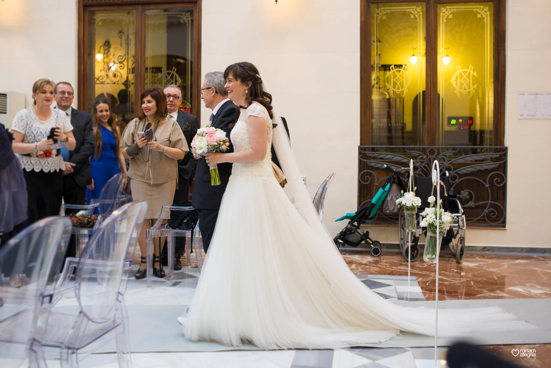 boda-civil-en-el-casino-de-murcia-miriam-alegria-fotografos-de-boda-22