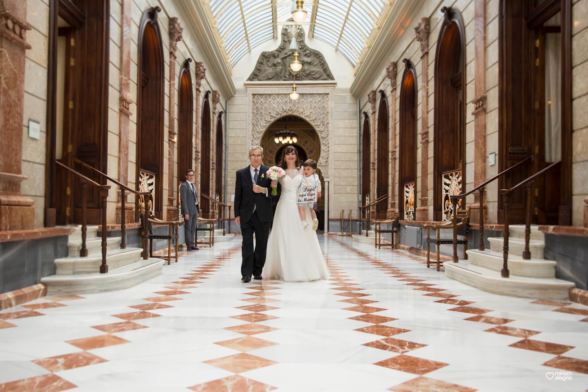 boda-civil-en-el-casino-de-murcia-miriam-alegria-fotografos-de-boda-23