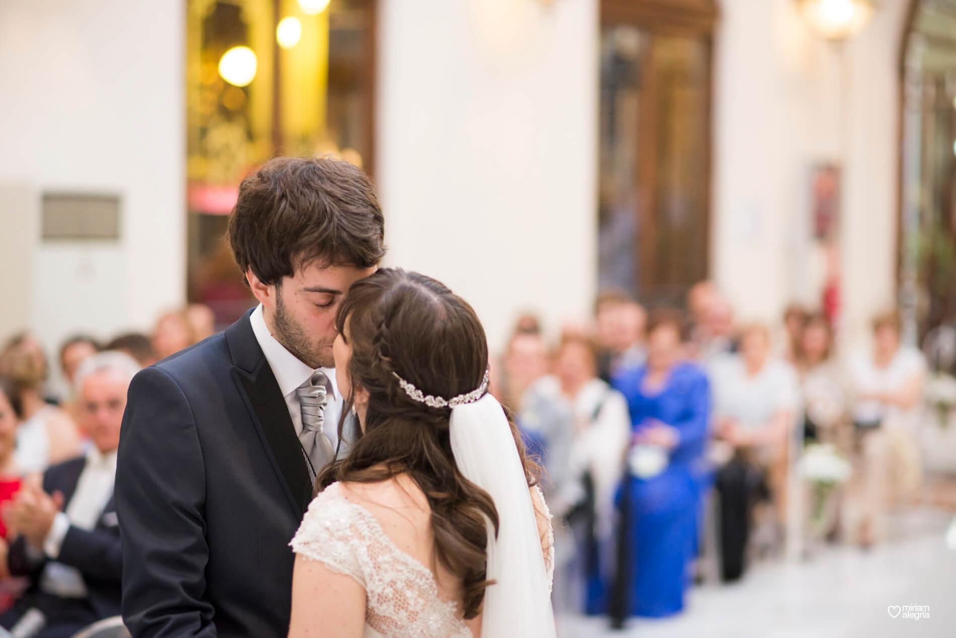 boda-civil-en-el-casino-de-murcia-miriam-alegria-fotografos-de-boda-30