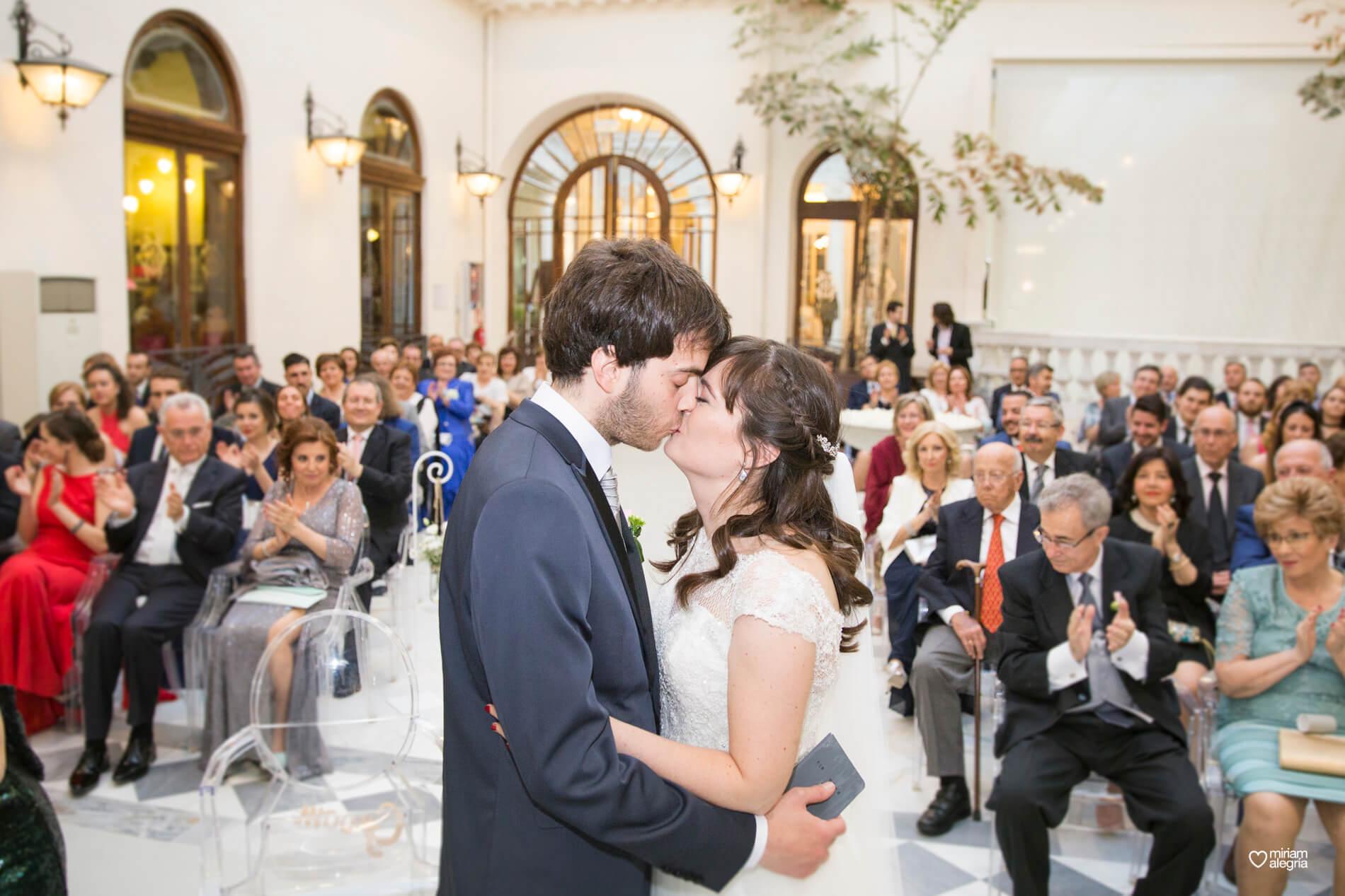 boda-civil-en-el-casino-de-murcia-miriam-alegria-fotografos-de-boda-32