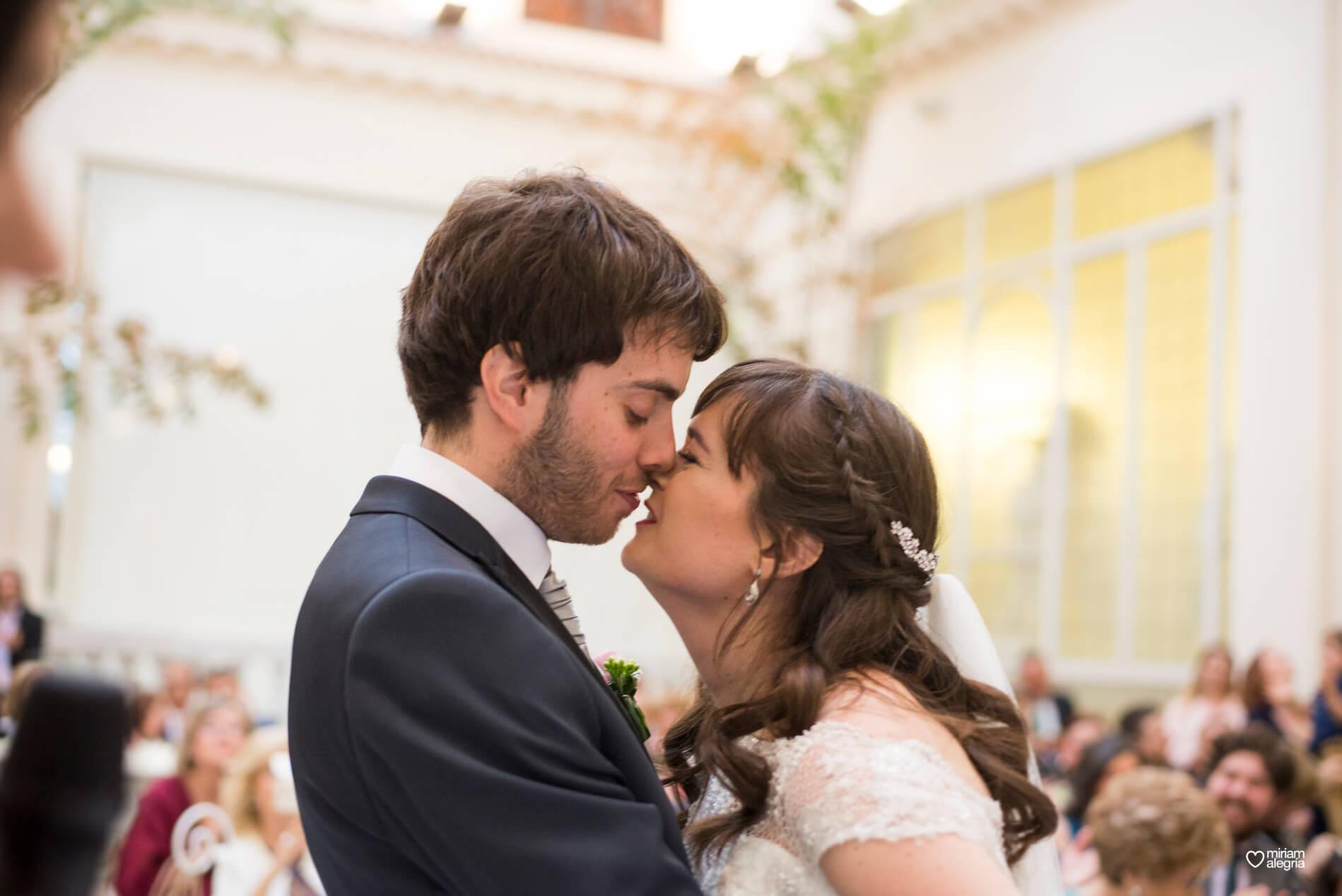 boda-civil-en-el-casino-de-murcia-miriam-alegria-fotografos-de-boda-33