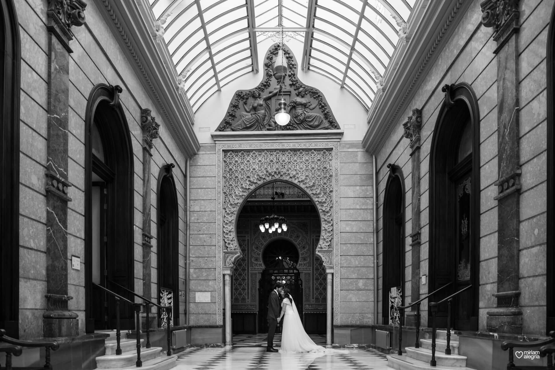 boda-civil-en-el-casino-de-murcia-miriam-alegria-fotografos-de-boda-36