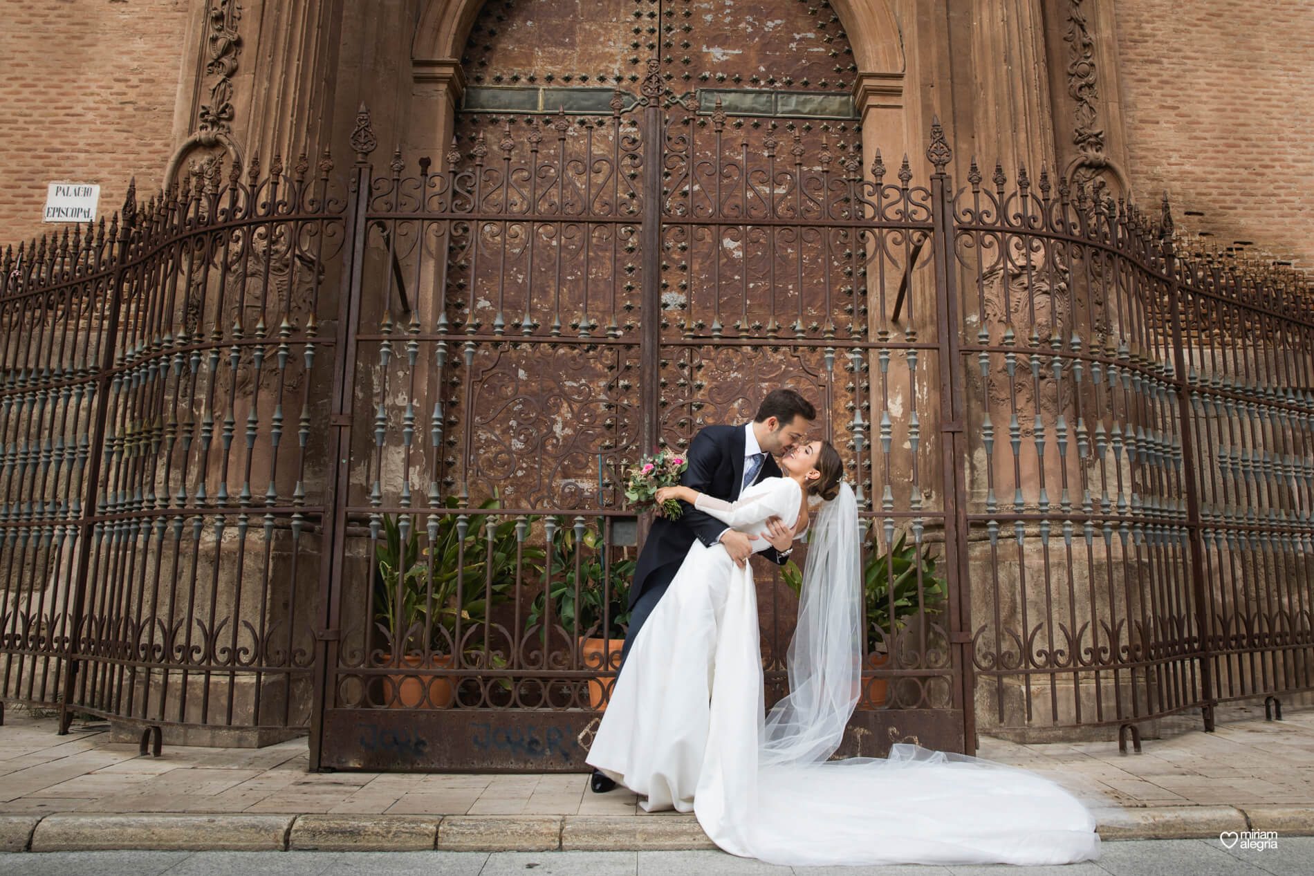 vestido-de-novia-paula-del-vas-miriam-alegria-fotografos-boda-murcia-83